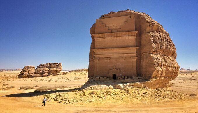 https: img.okezone.com content 2021 04 21 408 2398263 melihat-makam-kesepian-yang-menakjubkan-di-kota-nabi-saleh-r2cQE2AFJZ.jpg