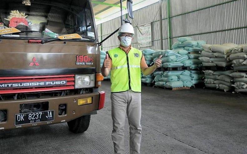 https: img.okezone.com content 2021 04 21 525 2398439 ridwan-kamil-pamer-pabrik-daur-ulang-satu-satunya-di-indonesia-XGt7FPVt8w.jpg