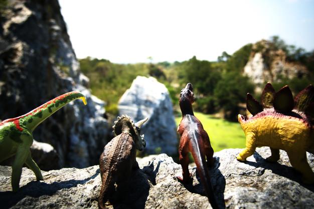 https: img.okezone.com content 2021 04 21 612 2398540 viral-hewan-mirip-dinosaurus-terekam-berlari-di-halaman-rumah-warga-1YhHC12arA.jpg