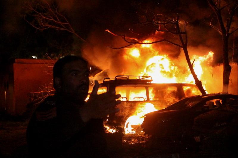 https: img.okezone.com content 2021 04 22 18 2398883 ledakan-bom-mobil-di-hotel-pakistan-tewaskan-4-orang-lukai-11-lainnya-EleyZMRjt6.jpg