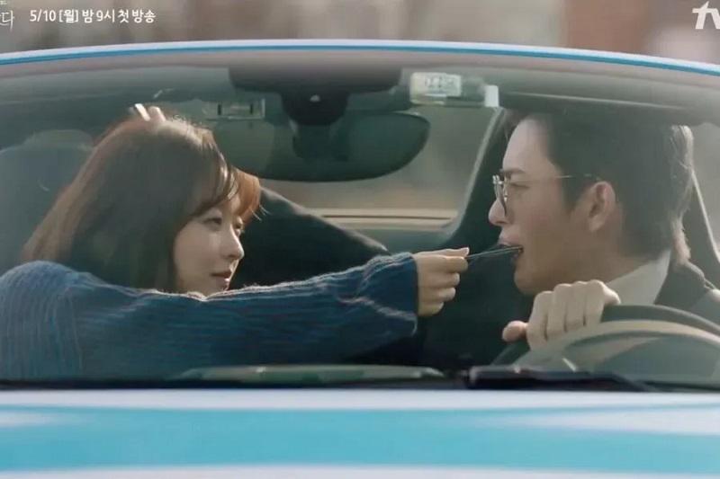 https: img.okezone.com content 2021 04 22 206 2399133 ungkapan-gembira-park-bo-young-adu-akting-dengan-seo-in-guk-di-drama-baru-mpDYzouWF5.jpg