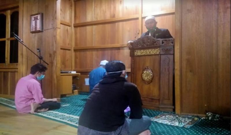 https: img.okezone.com content 2021 04 22 330 2398736 bolehkah-perempuan-sholat-tarawih-di-masjid-w3EaVeVnOg.jpg