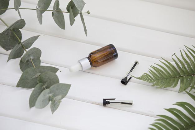 https: img.okezone.com content 2021 04 22 481 2399145 9-khasiat-minyak-kayu-putih-bisa-mencegah-bau-mulut-lho-10HcdHc5YK.jpg
