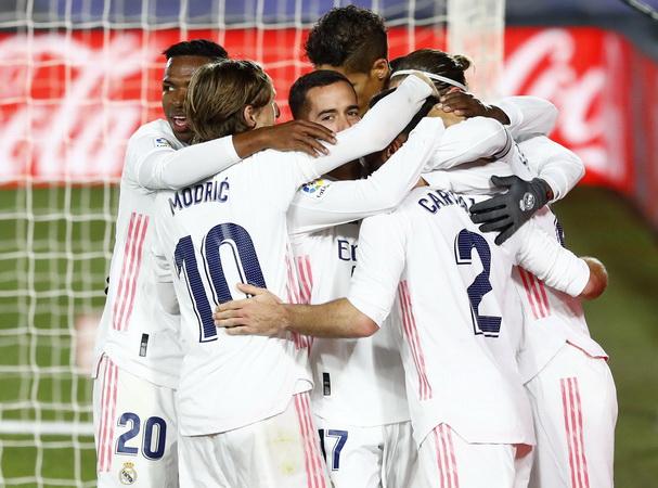 https: img.okezone.com content 2021 04 22 51 2398813 florentino-perez-sebut-4-tim-belum-tinggalkan-liga-super-eropa-siapa-saja-TwAn2W41SZ.jpg