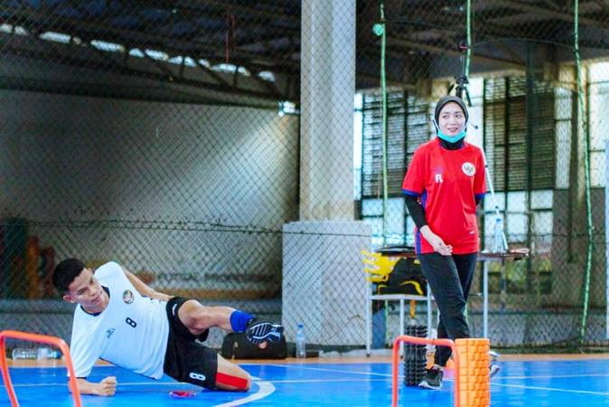 https: img.okezone.com content 2021 04 22 51 2399097 fisio-timnas-futsal-indonesia-hindari-cedera-atlet-harus-konsisten-latihan-selama-ramadan-cXxR2vb2HP.jpg
