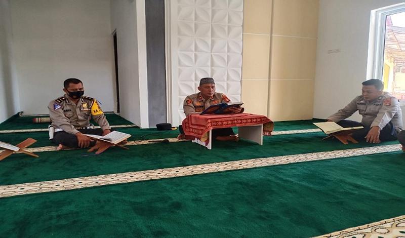 https: img.okezone.com content 2021 04 22 614 2399031 satu-hari-satu-juz-selama-ramadhan-personel-polres-musi-rawas-target-khatam-al-quran-YZFCOsUQre.jpg