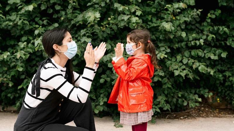 https: img.okezone.com content 2021 04 22 620 2399039 9-cara-cegah-anak-terinfeksi-covid-19-di-masa-pandemi-Tl6Zh7JNWR.jpg