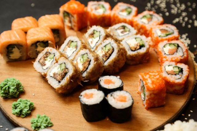 https: img.okezone.com content 2021 04 23 301 2399457 pengin-sushi-untuk-buka-puasa-buat-aja-di-rumah-aGdArKlEg8.jpg