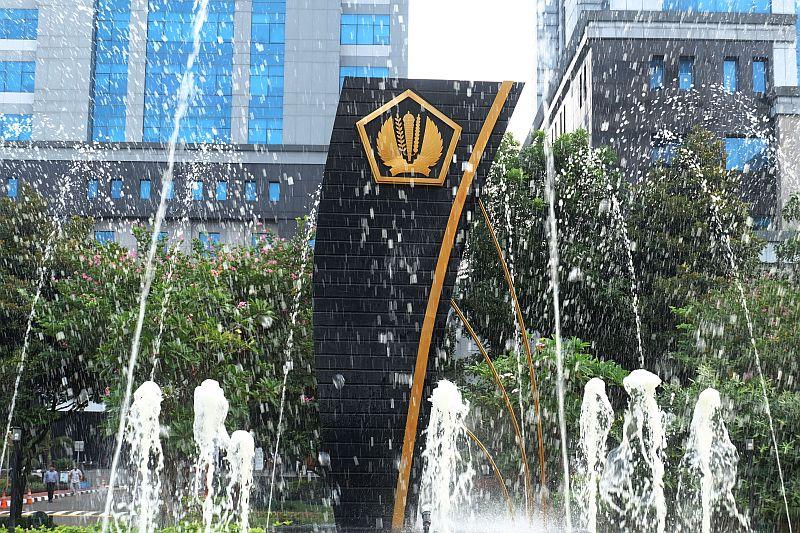 https: img.okezone.com content 2021 04 23 320 2399494 r-i-dan-s-p-kompak-sematkan-investment-grade-untuk-indonesia-ini-respons-kemenkeu-D1lIXrAZLj.jpg