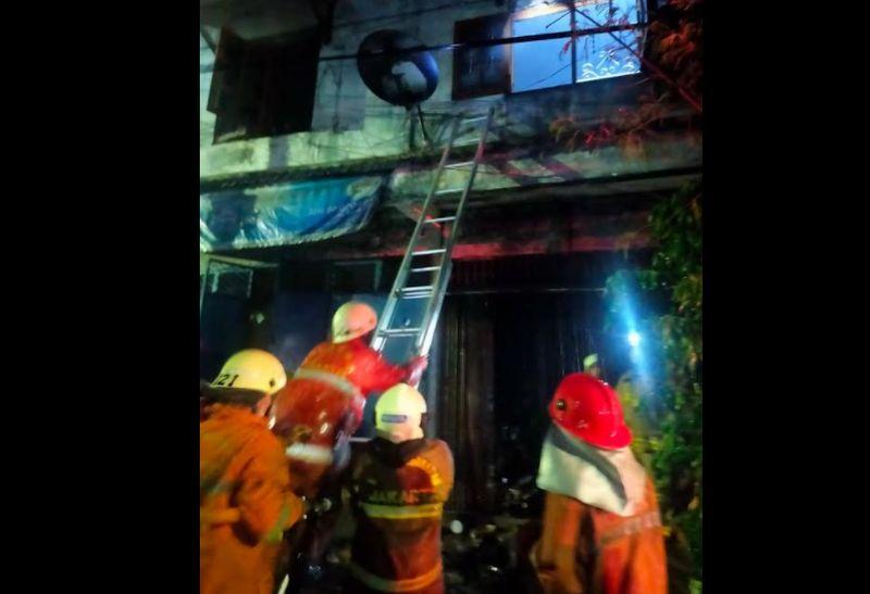 https: img.okezone.com content 2021 04 23 338 2399380 kebakaran-ruko-di-tambora-padam-kerugian-ditaksir-rp120-juta-kdqVm3Gzck.jpg