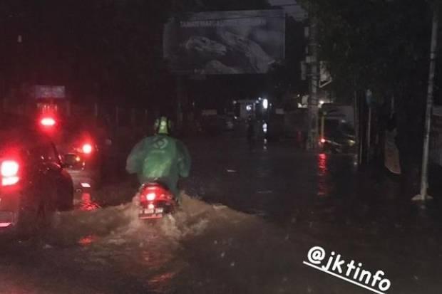 https: img.okezone.com content 2021 04 23 338 2399861 hujan-deras-sejumlah-titik-di-jakarta-tergenang-XjccKzKB6X.jpg