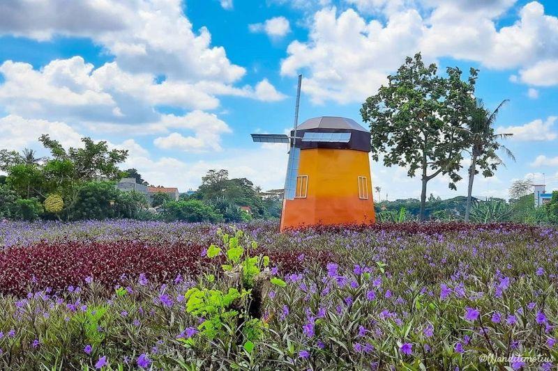 https: img.okezone.com content 2021 04 23 408 2399621 taman-ecofarm-wisata-baru-di-tangerang-mirip-amsterdam-j0zp7oHyus.jpg