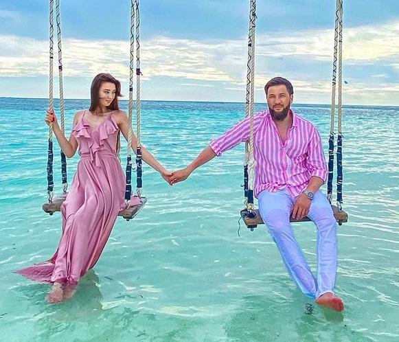 https: img.okezone.com content 2021 04 23 43 2399853 nikmati-liburan-di-pantai-pevoli-sabina-altynbekova-tampil-cantik-saat-kenakan-gaun-Prc36Udh8Z.jpg