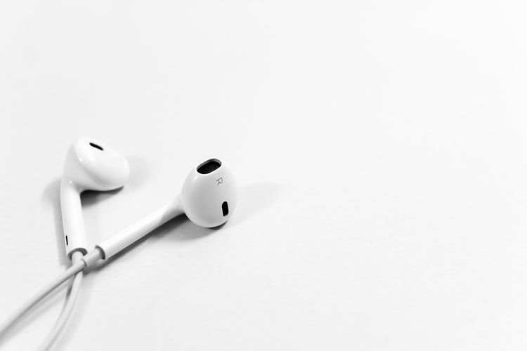 https: img.okezone.com content 2021 04 23 481 2399865 5-efek-berbahaya-menggunakan-earphone-setiap-hari-tPQeDfZ9hH.jpg