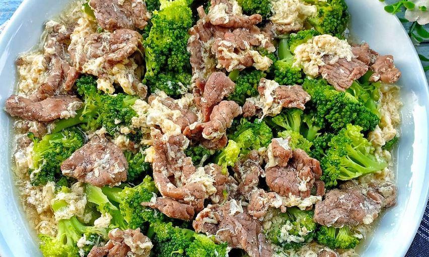 https: img.okezone.com content 2021 04 24 301 2400007 gak-usah-bingung-mikir-menu-sahur-yuk-bikin-brokoli-cah-sapi-telur-B4QcZYs2mU.JPG