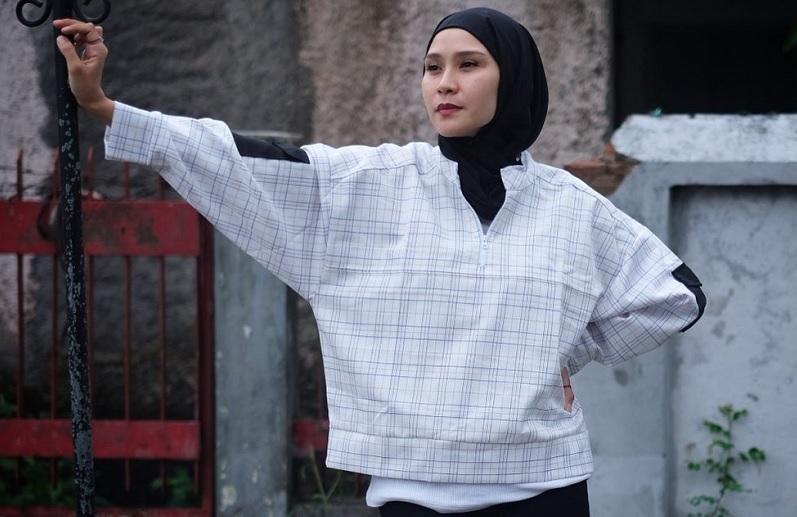 https: img.okezone.com content 2021 04 24 33 2400046 usai-protes-toa-masjid-warga-lintasi-rumah-zaskia-mecca-bangunin-sahur-diomelin-ksAjyyYKyl.jpg
