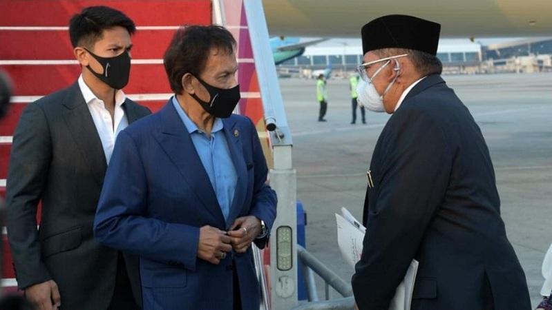 https: img.okezone.com content 2021 04 24 337 2400017 sultan-brunei-hassanal-bolkiah-tiba-di-indonesia-untuk-hadiri-ktt-asean-V60bj5dXlz.jpg