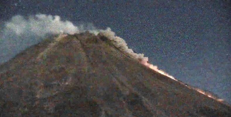 https: img.okezone.com content 2021 04 24 337 2400047 dalam-12-jam-gunung-merapi-muntahkan-6-awan-panas-guguran-wKwGWJHDcJ.jpg