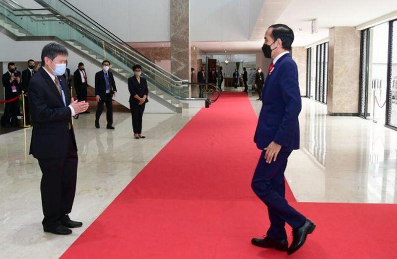 https: img.okezone.com content 2021 04 24 337 2400099 presiden-jokowi-hadiri-asean-leaders-meeting-rei4xYlQHF.jpg