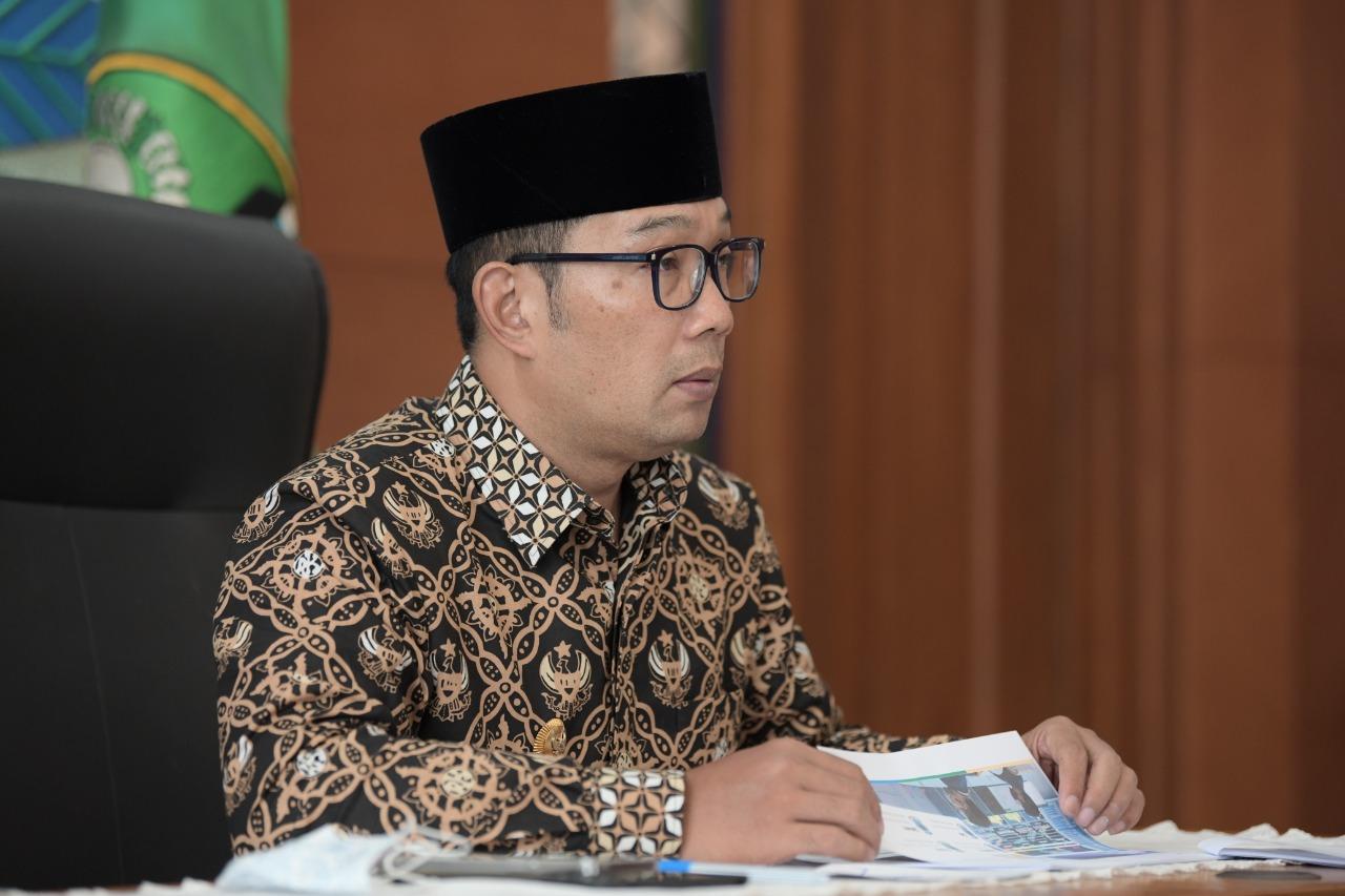 https: img.okezone.com content 2021 04 24 337 2400193 teropong-indonesia-hebat-kompetitif-produktif-ridwan-kamil-masa-depan-adalah-domain-digital-lgmMRBGbat.jpg
