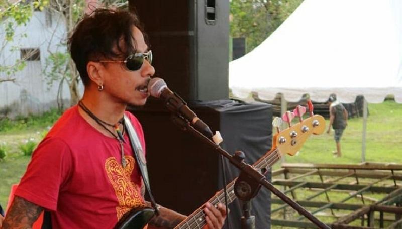 https: img.okezone.com content 2021 04 24 481 2400130 bassist-boomerang-hubert-henry-meninggal-akibat-pendarahan-otak-kenali-penyebab-dan-10-gejala-penyakitnya-wCdH1jkPLg.jpg