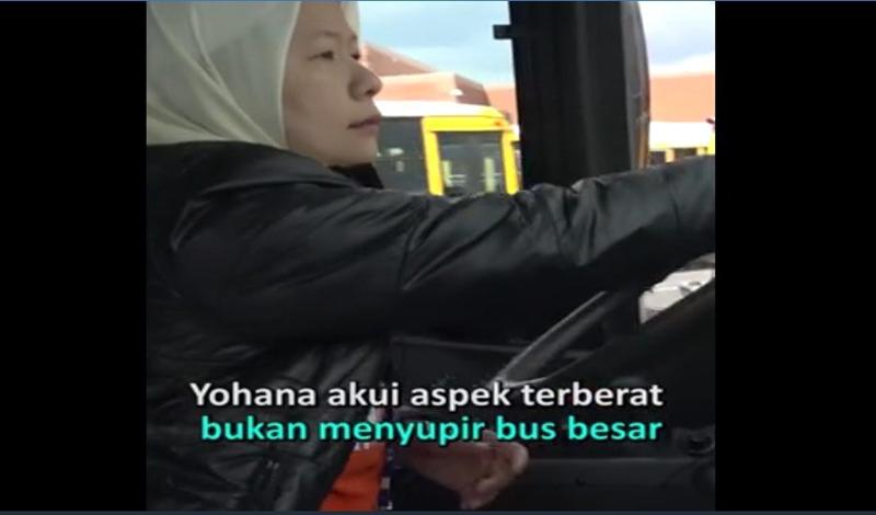 https: img.okezone.com content 2021 04 24 614 2400028 kisah-yohana-djuanda-berprofesi-sopir-bus-sekolah-di-amerika-mnVLe1OwX3.jpg