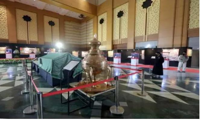 https: img.okezone.com content 2021 04 24 614 2400116 30-artefak-peninggalan-nabi-muhammad-saw-terpajang-di-hall-convention-jic-nPCFmJuo9T.jpg
