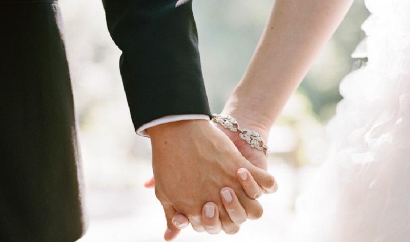 https: img.okezone.com content 2021 04 24 620 2400032 meningkatnya-perkawinan-anak-selama-pandemi-bukti-perempuan-masih-dianggap-beban-UicqOY8sOk.jpg