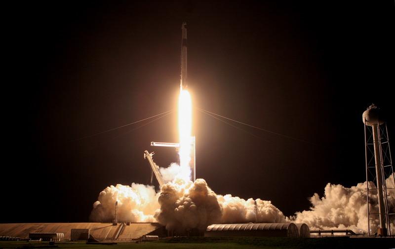 https: img.okezone.com content 2021 04 25 16 2400450 4-astronot-dalam-misi-spacex-dan-nasa-berhasil-tiba-di-iss-Ev4As8hHgw.jpg