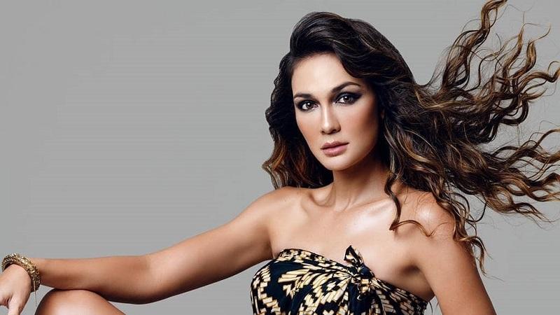 https: img.okezone.com content 2021 04 25 194 2400277 pakai-dress-batik-luna-maya-pamerkan-belahan-paha-tinggi-6kqvyje5JV.jpg