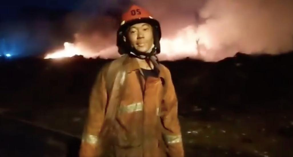 https: img.okezone.com content 2021 04 25 338 2400304 sudah-6-hari-api-kebakaran-di-lapak-ban-bekas-gunung-putri-masih-berkobar-4xygVow3DV.jpg