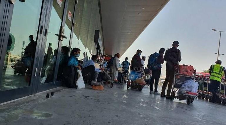 https: img.okezone.com content 2021 04 25 406 2400497 pengakuan-para-ekspatriat-yang-berhasil-keluar-india-jelang-ditutupnya-penerbangan-P730zaBcww.jpg