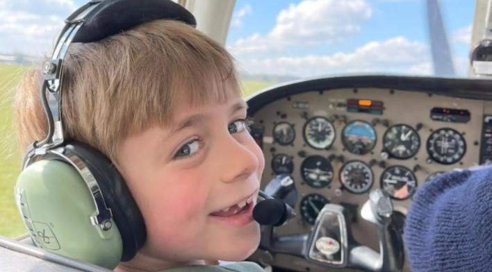 https: img.okezone.com content 2021 04 25 406 2400514 salut-bocah-7-tahun-bisa-terbangkan-pesawat-kJTTATLMDM.jpg