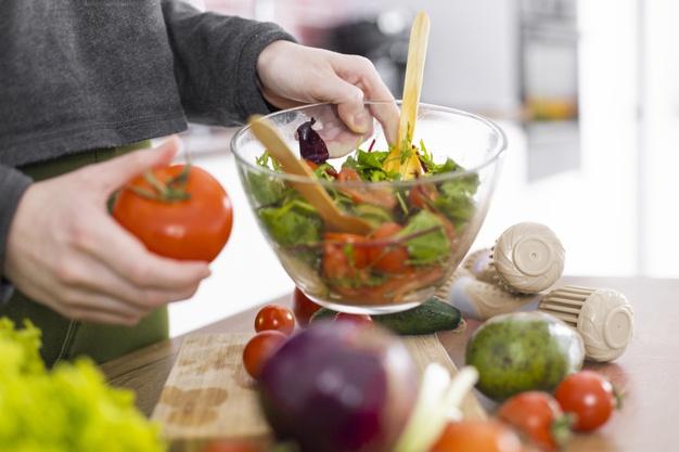 https: img.okezone.com content 2021 04 25 481 2400347 tips-jitu-memulai-pola-makan-sehat-saat-bulan-puasa-4UobMBvgEN.jpg