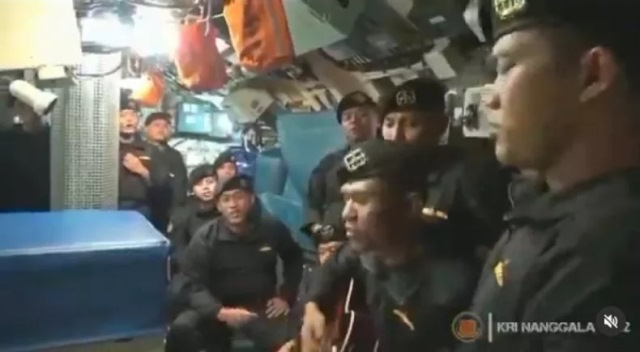 https: img.okezone.com content 2021 04 25 612 2400373 viral-video-awak-kri-nanggala-402-nyanyikan-lagu-sampai-jumpa-netizen-pahlawan-uyFNt3QfbW.jpg