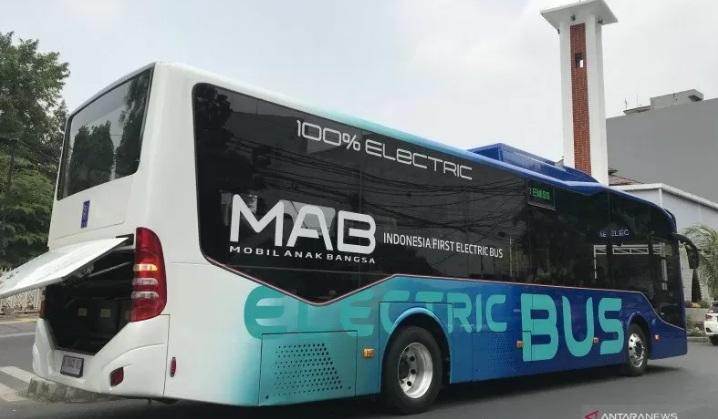 https: img.okezone.com content 2021 04 26 15 2401024 indonesia-perlu-produksi-bus-listrik-untuk-angkutan-publik-masa-depan-Mo1z4tX8xd.jpg