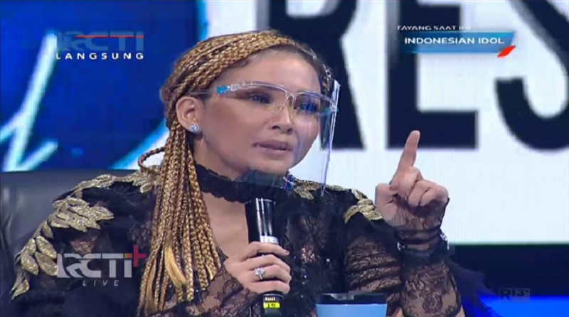 https: img.okezone.com content 2021 04 26 194 2401183 rambut-nyentrik-maia-estianty-curi-perhatian-di-grand-final-indonesian-idol-MBNbNBwBpp.jpg