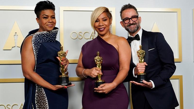 https: img.okezone.com content 2021 04 26 206 2400778 mia-neal-dan-jamika-wilson-jadi-penata-rambut-dan-rias-perempuan-afro-amerika-pertama-yang-raih-oscar-0dKoSRNLQr.JPG