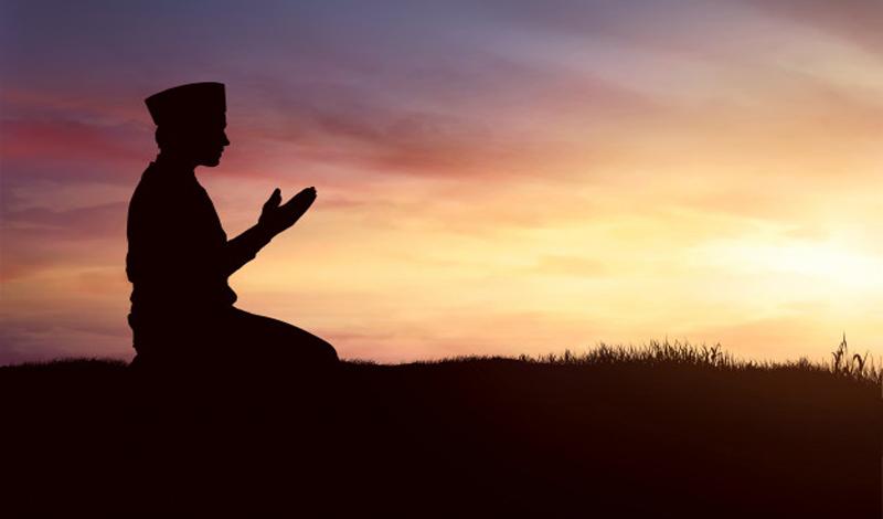 https: img.okezone.com content 2021 04 26 330 2400926 yuk-jadi-muslim-yang-berakhlak-mulia-miliki-10-sifat-baik-ini-3slL1qxZXg.jpg