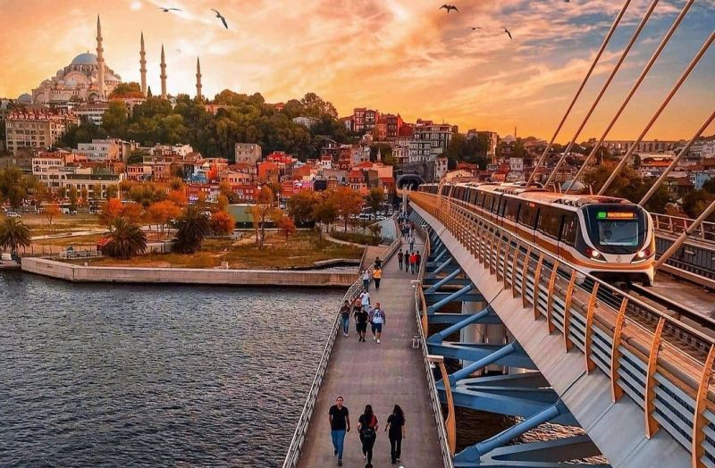 https: img.okezone.com content 2021 04 26 406 2401133 liburan-ke-turki-traveler-tak-perlu-divaksin-covid-19-Kn5wjSeGQd.jpg