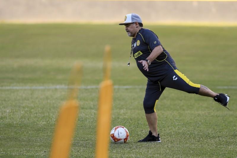 https: img.okezone.com content 2021 04 26 45 2400826 5-pemain-hebat-yang-gagal-jadi-pelatih-nomor-1-legenda-sepakbola-argentina-pl4TNkYl96.jpg