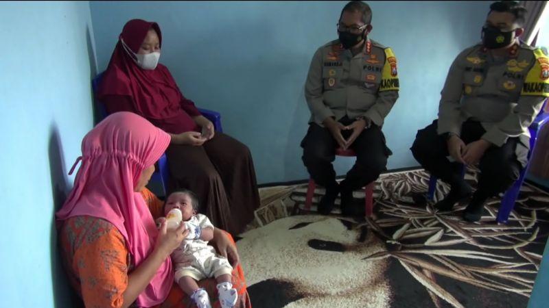 https: img.okezone.com content 2021 04 26 519 2400746 terima-kunjungan-polisi-istri-serda-lutfi-berdoa-yang-terbaik-untuk-suaminya-mnVXFPbCz6.jpg