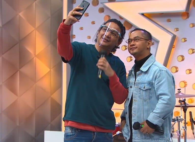 https: img.okezone.com content 2021 04 26 598 2400929 ada-kembaran-pasha-ungu-di-rising-star-indonesia-dangdut-malam-ini-7NfYA9vhIn.jpg
