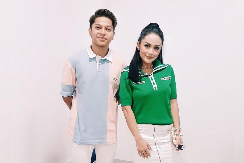 https: img.okezone.com content 2021 04 26 598 2401119 jelang-duet-bareng-mark-di-indonesian-idol-krisdayanti-jangan-lupa-bersyukur-p9Dnscuisa.jpg