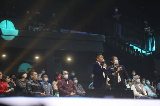 https: img.okezone.com content 2021 04 26 598 2401178 hary-tanoesoedibjo-hingga-sandiaga-uno-saksikan-result-reunion-indonesian-idol-36jMIhxzvU.jpg