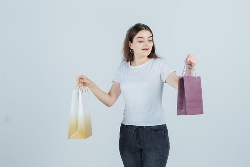 https: img.okezone.com content 2021 04 26 611 2400998 tips-membeli-parfum-simak-dulu-biar-enggak-tertipu-hMkB7k0eBb.jpg
