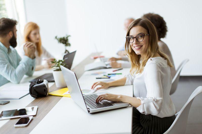 https: img.okezone.com content 2021 04 26 612 2401153 tak-cuma-laki-laki-perempuan-juga-bisa-produktif-jadi-pemimpin-MQKGlVNKnx.jpg
