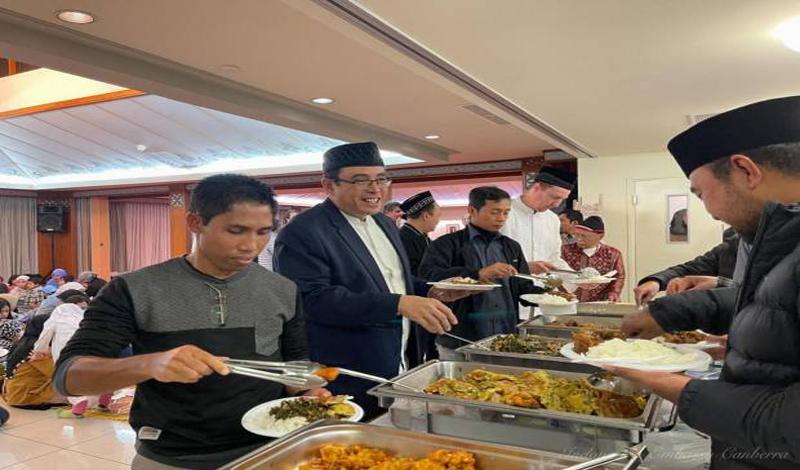 https: img.okezone.com content 2021 04 26 614 2400634 berkah-ramadhan-wni-muslim-di-canbera-silaturahmi-hingga-doa-bersama-hwWrgKuZkp.jpg