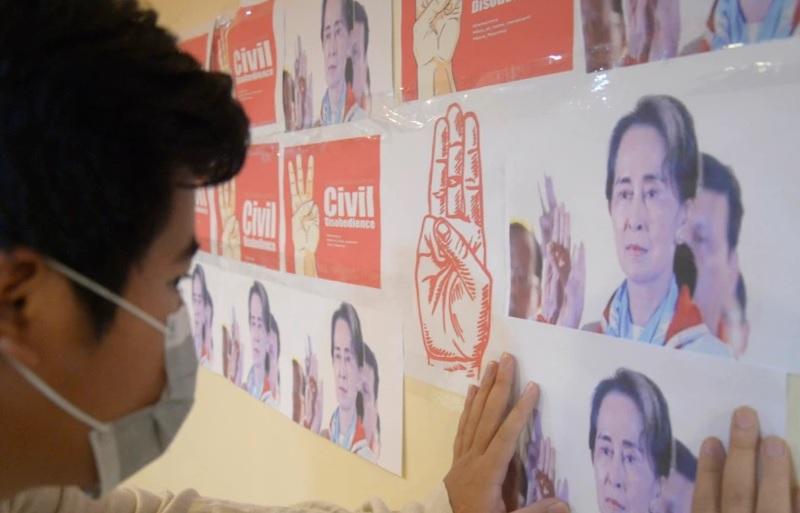 https: img.okezone.com content 2021 04 27 18 2401281 junta-myanmar-kembali-tunda-pengadilan-suu-kyi-7SBbrRUvhT.jpg