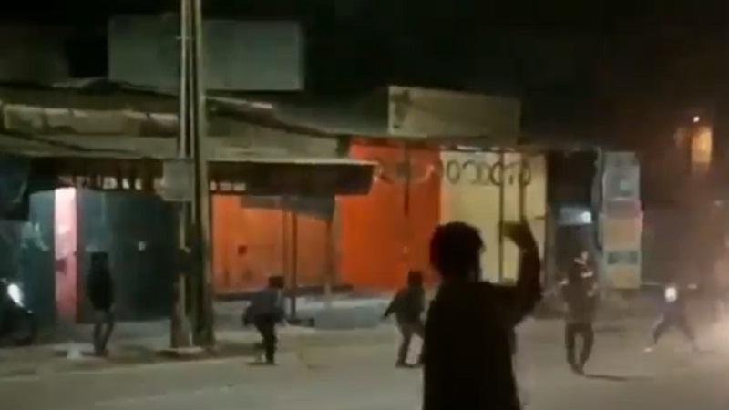 https: img.okezone.com content 2021 04 27 338 2401389 tawuran-remaja-di-palmerah-jakarta-barat-satu-toko-perlengkapan-bayi-terbakar-3637beNzTB.jpg